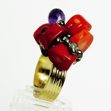 Salomé Osorio | Rings Coral and Amethyst Ring